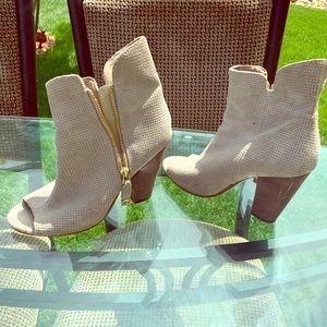 GUESS woman's open toed boots size 8.5